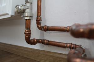 Tuyaux en cuivre dans une salle de bain. Comment prolonger la durée de vie de mes tuyaux?