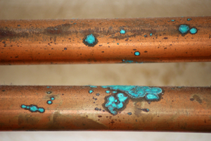 Signs of pinhole leak in copper pipe - oxidation of copper pipe